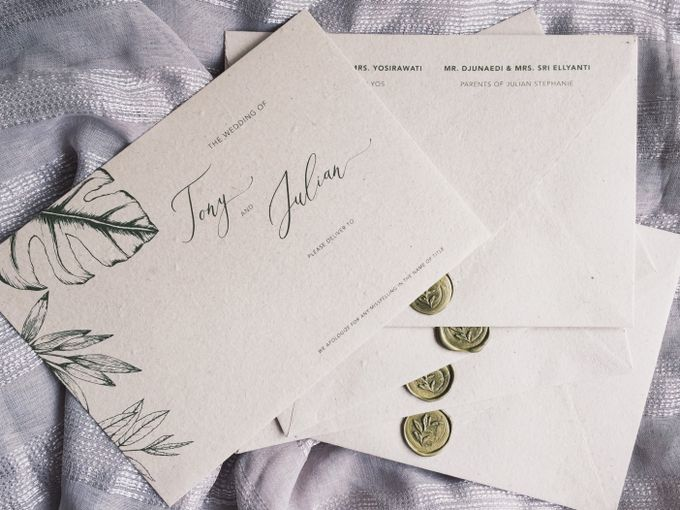 Tropical Leaf by Trouvaille Invitation - 003
