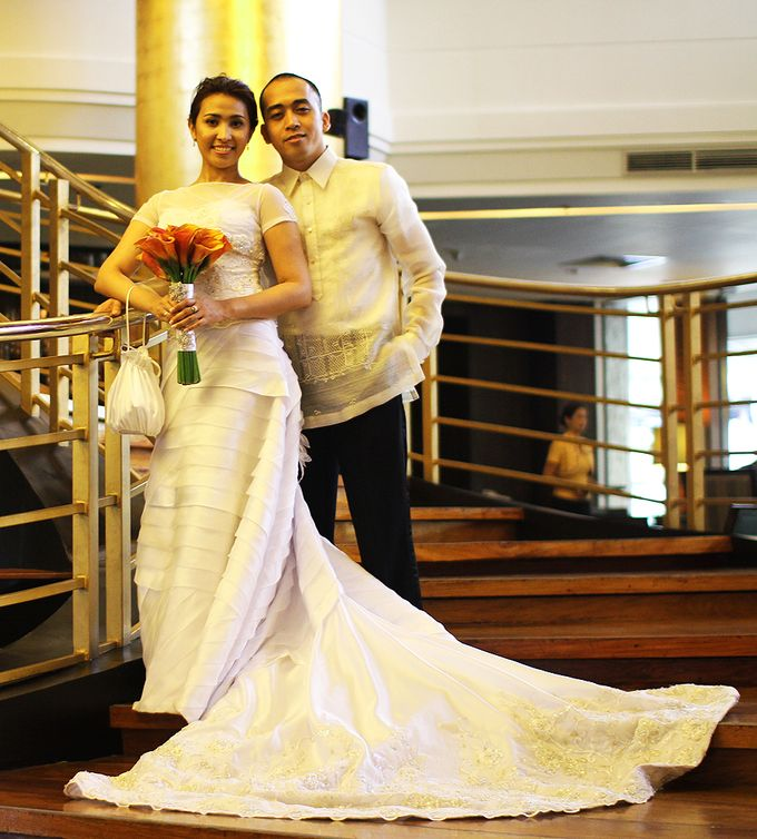 THE BRIDE WITH HER GROOM AND ENTOURAGE by Peter Lim - 001