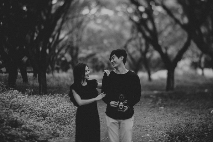 JONAS AND GILLIAN ENGAGEMENT SESSION by limitless portraiture - 005