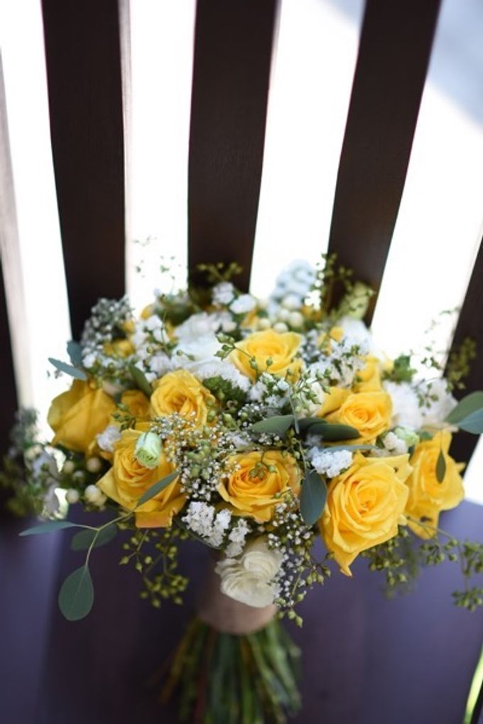 Cheerfulness Yellow at Pandawa Cliff Estate by Flora Botanica Designs - 009