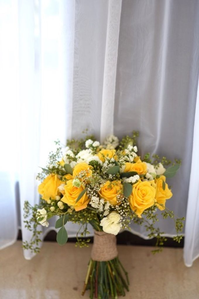 Cheerfulness Yellow at Pandawa Cliff Estate by Flora Botanica Designs - 010