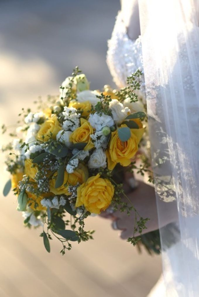 Cheerfulness Yellow at Pandawa Cliff Estate by Flora Botanica Designs - 018