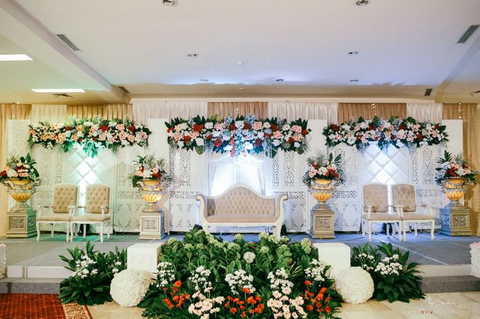Golden wedding jakarta wedding photography by aliy photography add to board golden wedding jakarta wedding photography by puspita sawargi wedding and catering service junglespirit Image collections