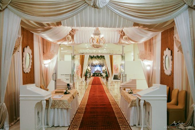 Golden wedding jakarta wedding photography by aliy photography add to board golden wedding jakarta wedding photography by puspita sawargi wedding and catering service junglespirit Choice Image