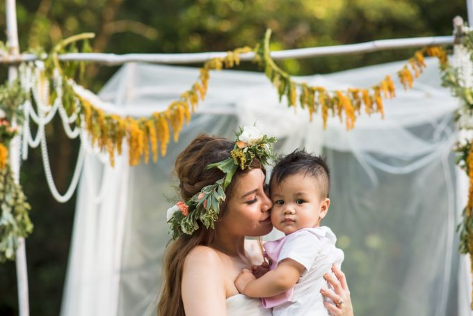 Anniversary Love Shoot by Royal Blooms - 011