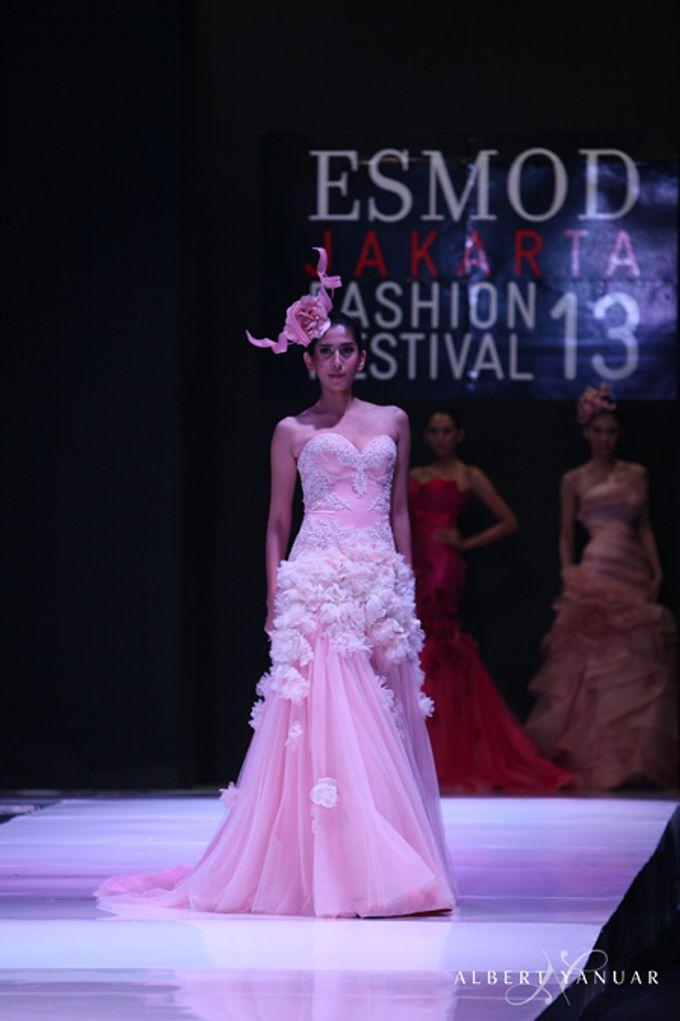 SPRING SUMMER 2013 LA VIE EN ROSE - Esmod Jakarta Fashion Festival by Albert Yanuar - 001