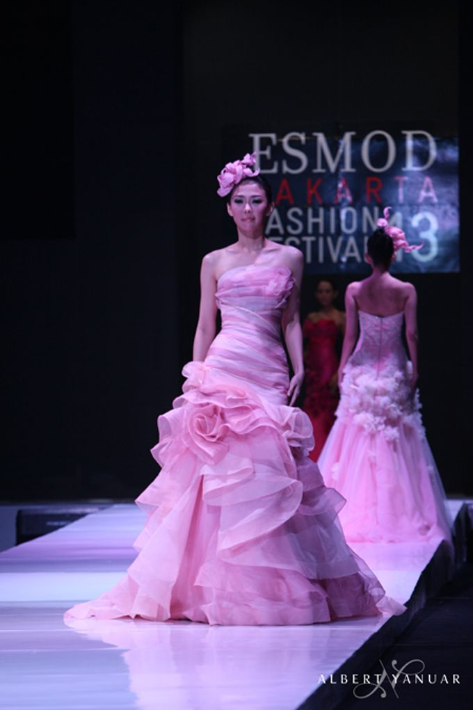 SPRING SUMMER 2013 LA VIE EN ROSE - Esmod Jakarta Fashion Festival by Albert Yanuar - 002