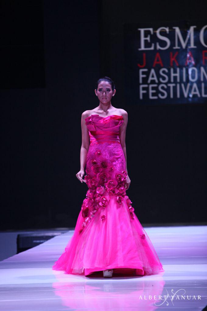 SPRING SUMMER 2013 LA VIE EN ROSE - Esmod Jakarta Fashion Festival by Albert Yanuar - 003
