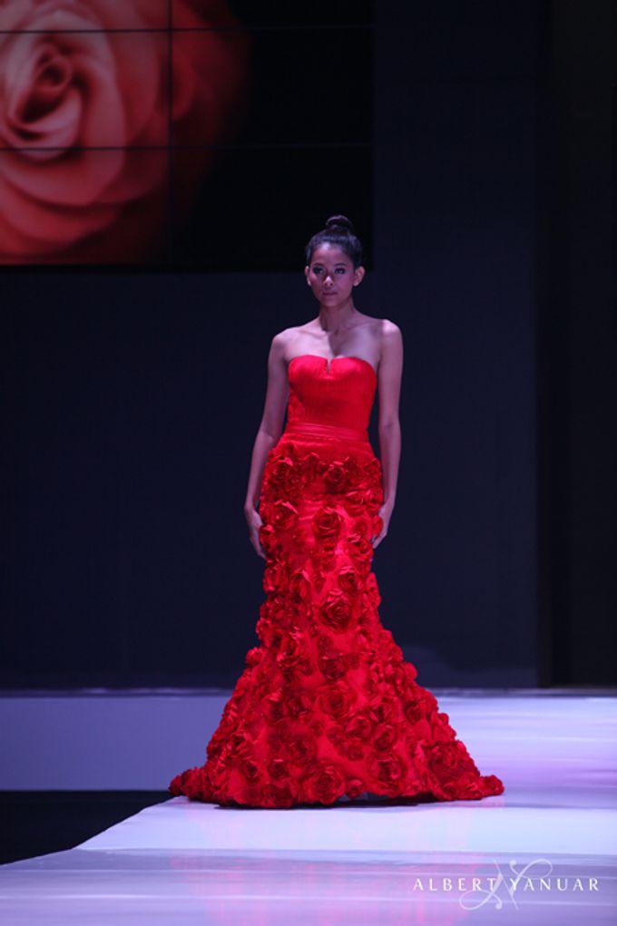 SPRING SUMMER 2013 LA VIE EN ROSE - Esmod Jakarta Fashion Festival by Albert Yanuar - 004