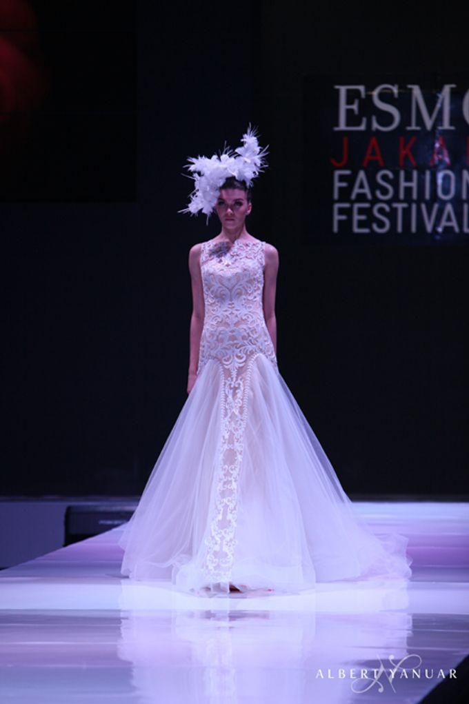 SPRING SUMMER 2013 LA VIE EN ROSE - Esmod Jakarta Fashion Festival by Albert Yanuar - 007