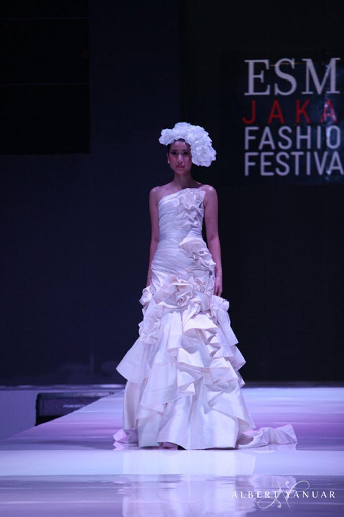 SPRING SUMMER 2013 LA VIE EN ROSE - Esmod Jakarta Fashion Festival by Albert Yanuar - 008
