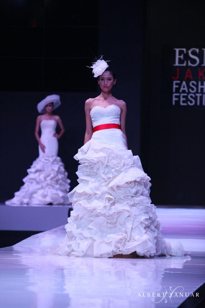 SPRING SUMMER 2013 LA VIE EN ROSE - Esmod Jakarta Fashion Festival by Albert Yanuar - 010