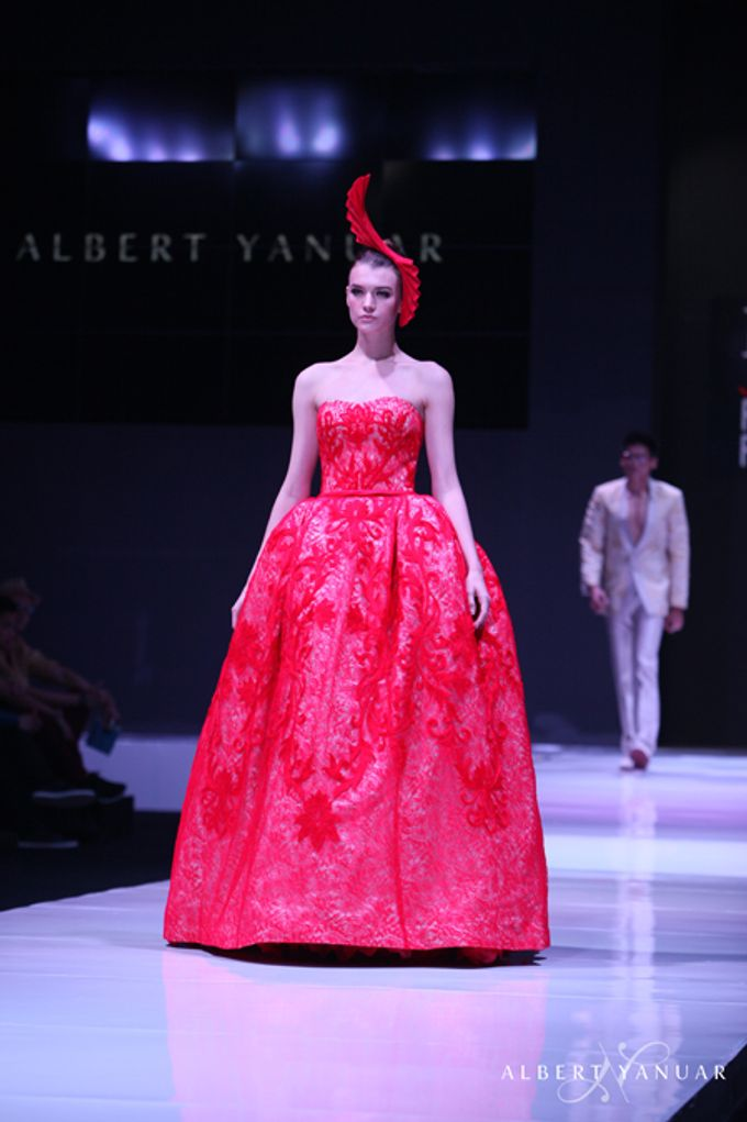 SPRING SUMMER 2013 LA VIE EN ROSE - Esmod Jakarta Fashion Festival by Albert Yanuar - 011