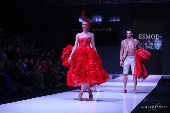 SPRING SUMMER 2013 LA VIE EN ROSE - Esmod Jakarta Fashion Festival by Albert Yanuar - 013