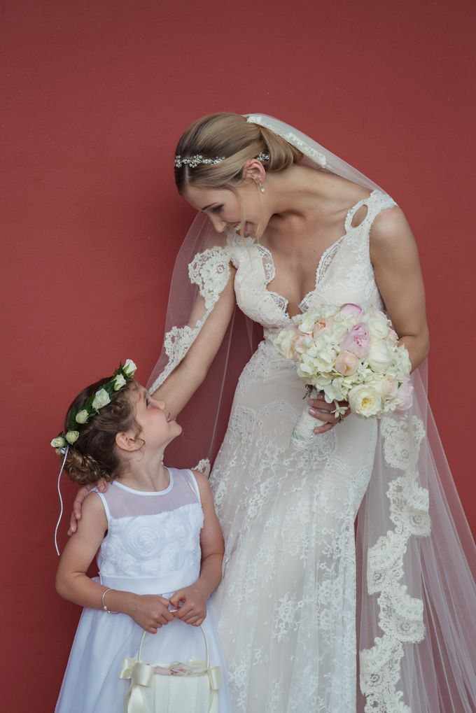 Wedding in tropical island ruins by Maria Elena Headpieces Australia - 009