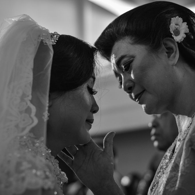 Courtesy of Wedding Day Ningsih and Aji by RWP Photocinema - 005
