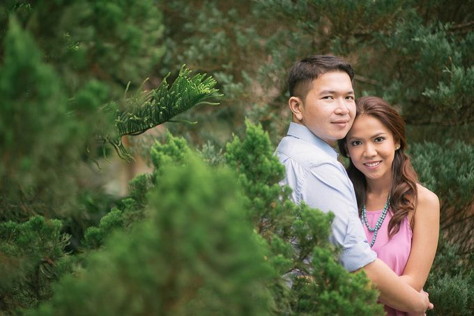 Laid-Back Engagement Session by MR Villar Photography - 045