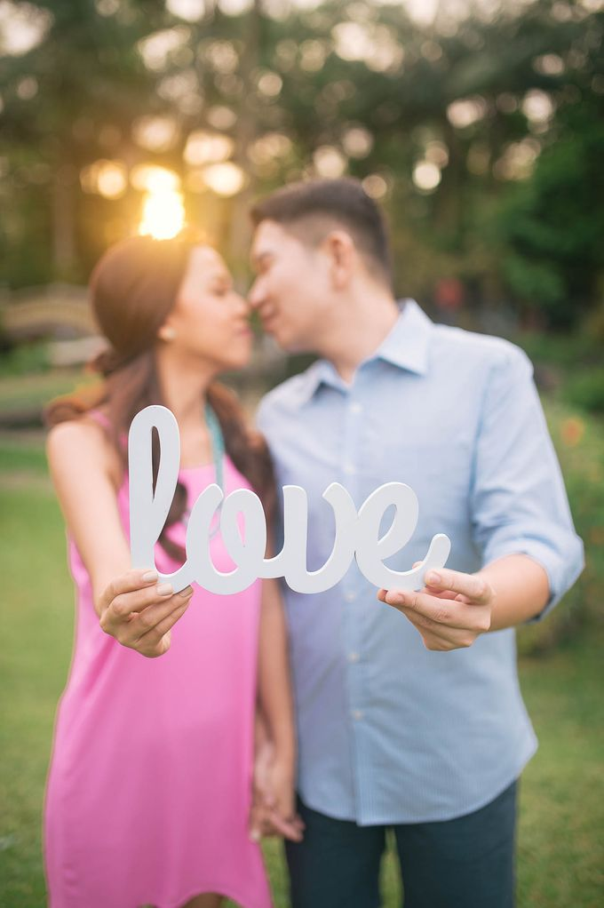 Laid-Back Engagement Session by MR Villar Photography - 050