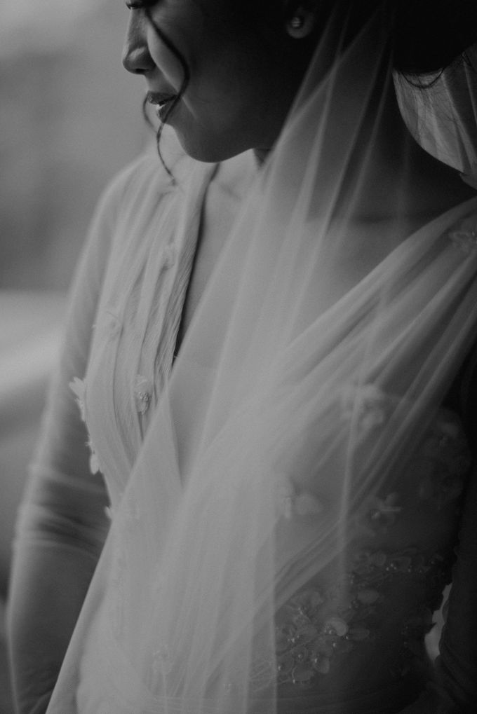 Rustic White Wedding of Astrina Chandra by With Every - 017