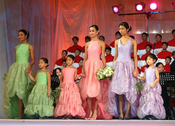 Delby Bragais Fashion Show - Bridal Entourage by Delby Bragais Bridal - 001