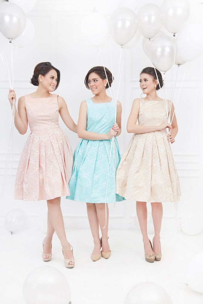 Family portrait with oyong sister by Lademoiselle Bridesmaids - 011