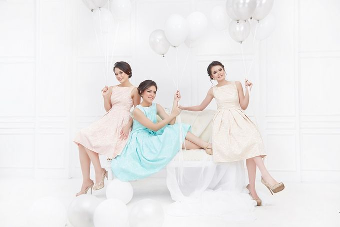 Family portrait with oyong sister by Lademoiselle Bridesmaids - 012