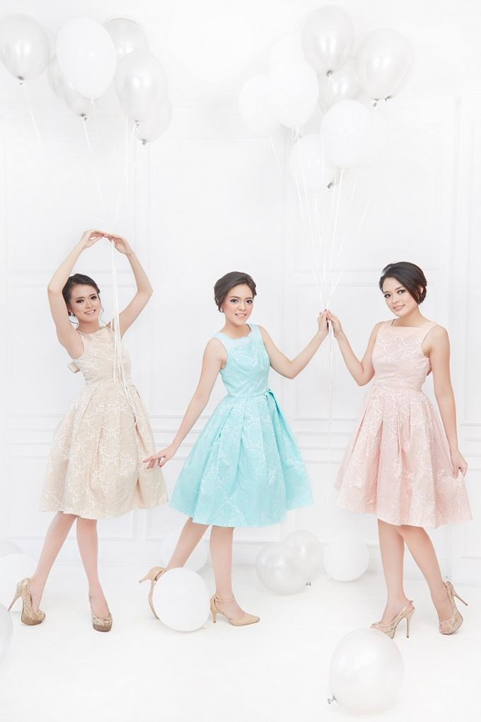 Family portrait with oyong sister by Lademoiselle Bridesmaids - 013