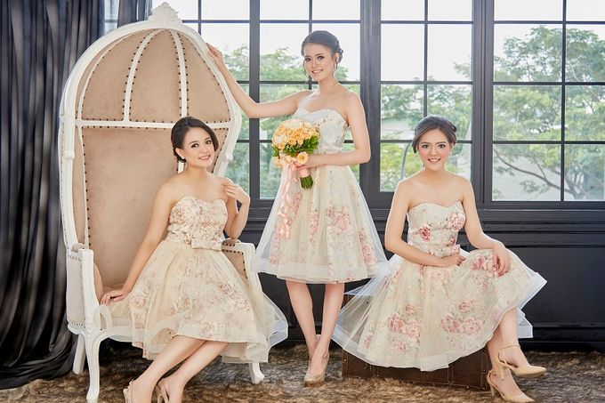 Family portrait with oyong sister by Lademoiselle Bridesmaids - 001