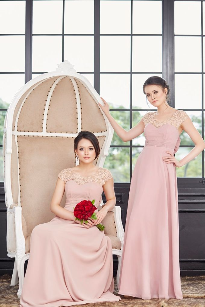 Family portrait with oyong sister by Lademoiselle Bridesmaids - 022