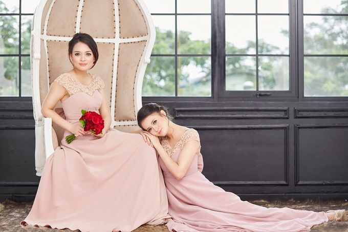 Family portrait with oyong sister by Lademoiselle Bridesmaids - 023
