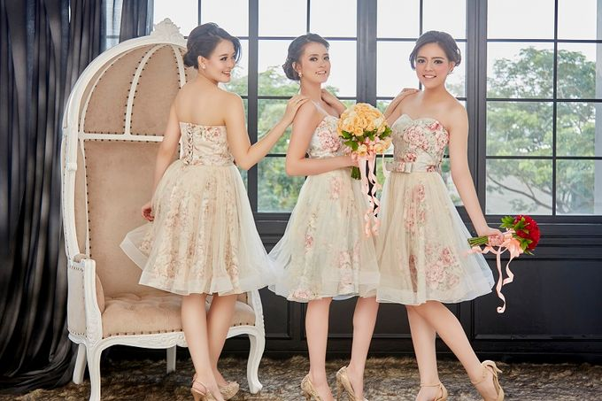 Family portrait with oyong sister by Lademoiselle Bridesmaids - 002