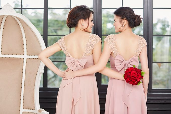 Family portrait with oyong sister by Lademoiselle Bridesmaids - 024