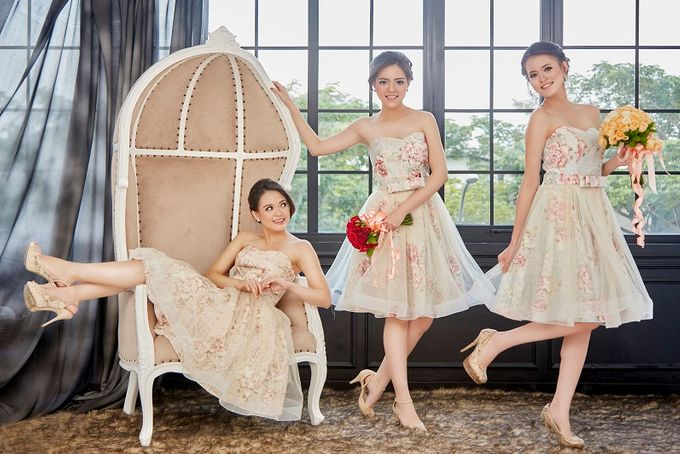 Family portrait with oyong sister by Lademoiselle Bridesmaids - 003