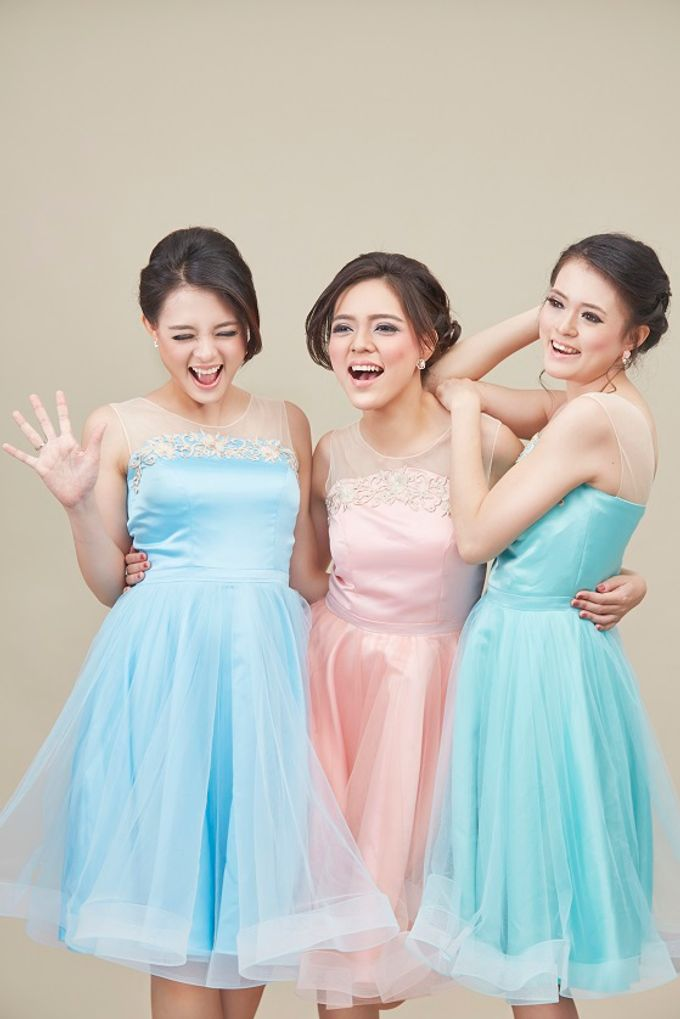 Family portrait with oyong sister by Lademoiselle Bridesmaids - 005