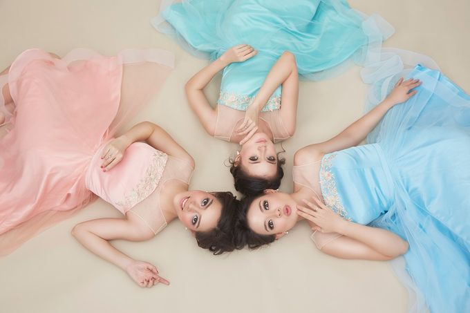 Family portrait with oyong sister by Lademoiselle Bridesmaids - 008