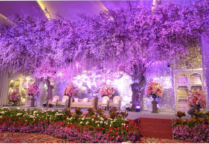Wedding decoration by aryaduta medan bridestory add to board wedding decoration by aryaduta medan 001 junglespirit Image collections