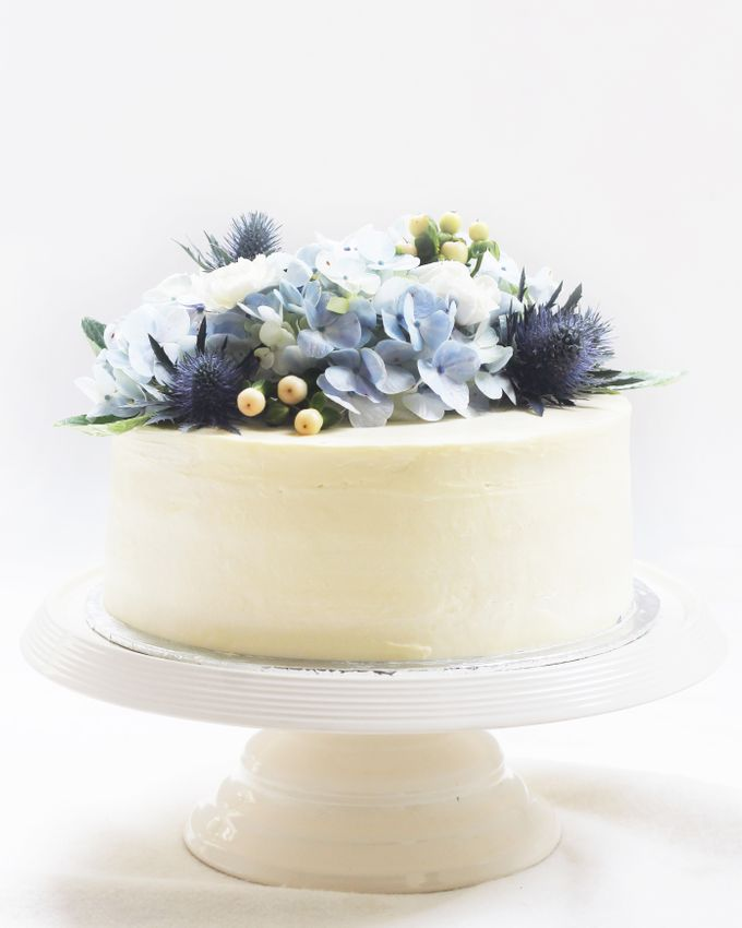 Party Cake - Frosted Cake with Imported Flowers by Lareia Cake & Co. - 001
