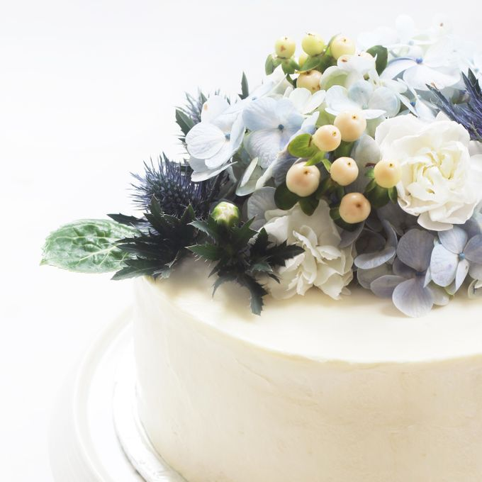 Party Cake - Frosted Cake with Imported Flowers by Lareia Cake & Co. - 005
