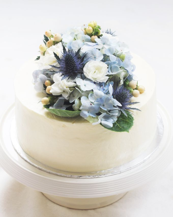 Party Cake - Frosted Cake with Imported Flowers by Lareia Cake & Co. - 002