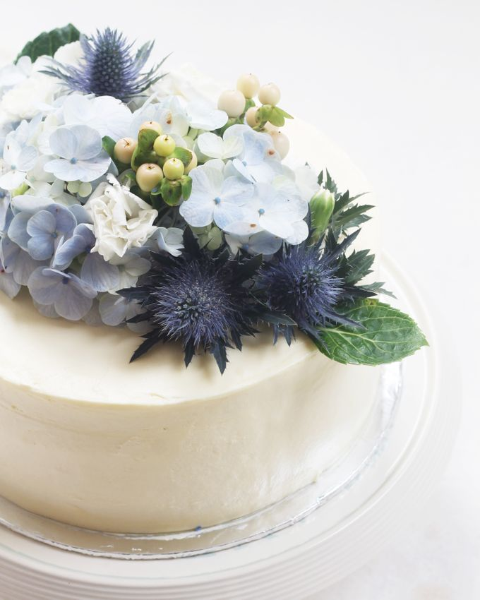 Party Cake - Frosted Cake with Imported Flowers by Lareia Cake & Co. - 003