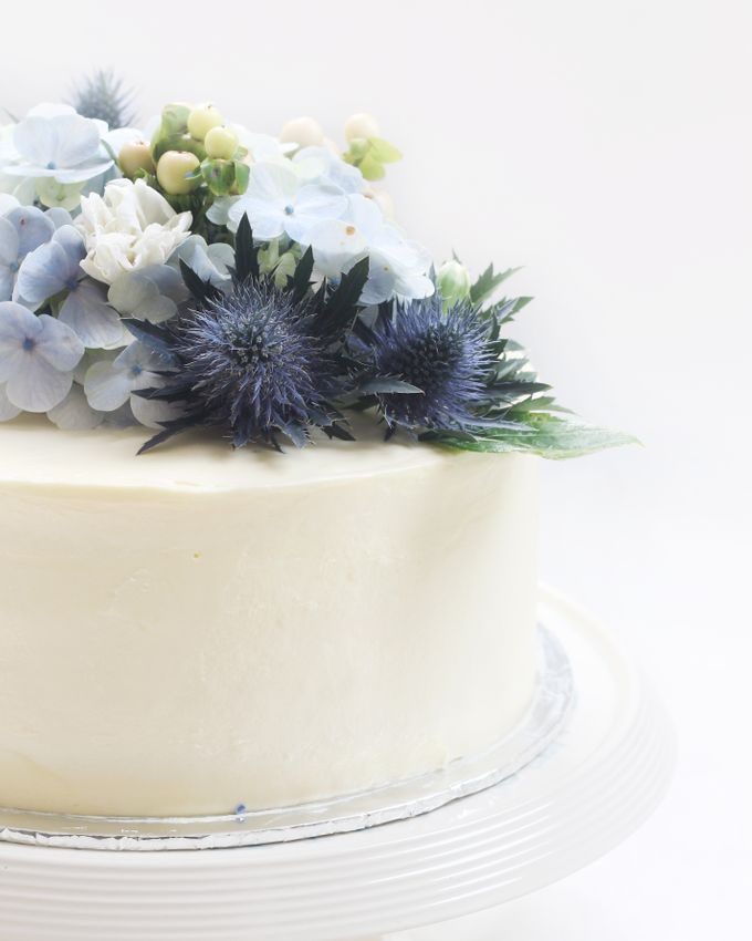 Party Cake - Frosted Cake with Imported Flowers by Lareia Cake & Co. - 004
