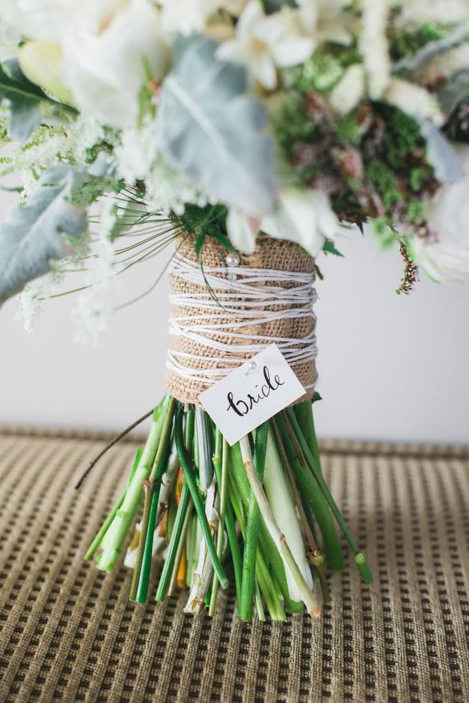 A winter wedding by Ginger Lily & Rose Floral Studio - 002