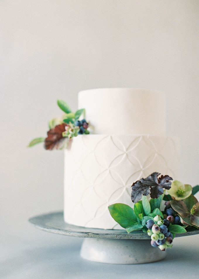 Lush Botanical Cake Design Inspiration for the Naturalist Bride by Jen Huang Photo - 009