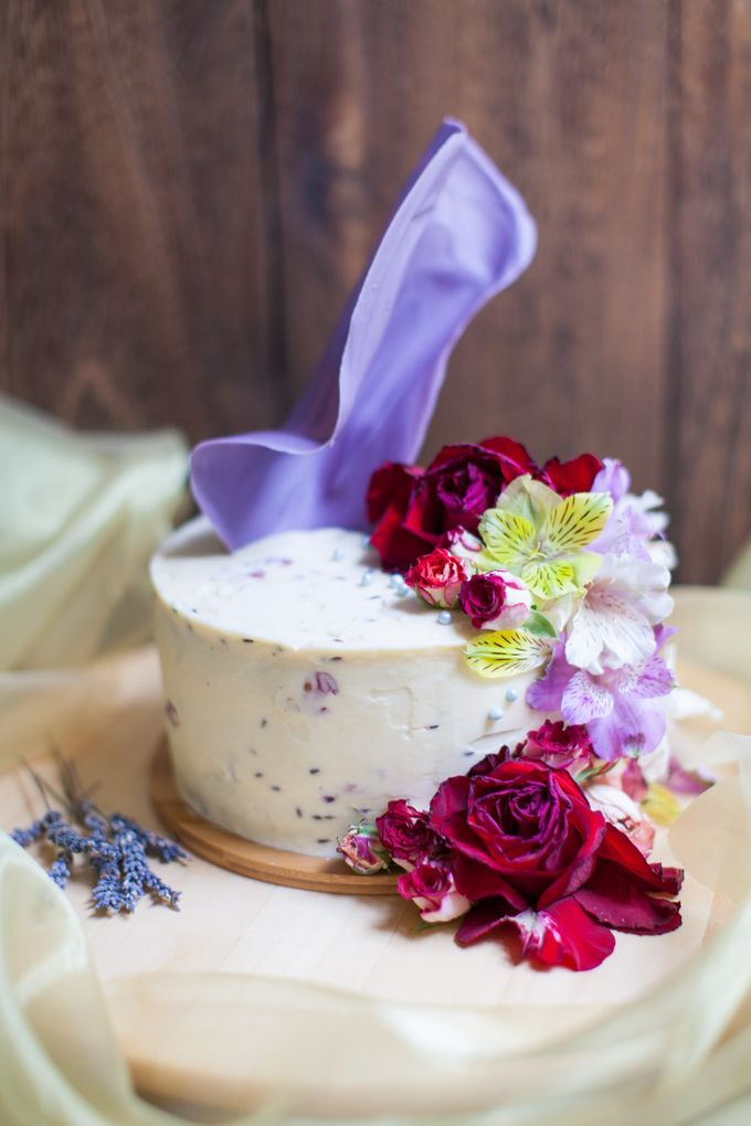 Chocolate Crowns & Florals by Cake & Wildflour - 004