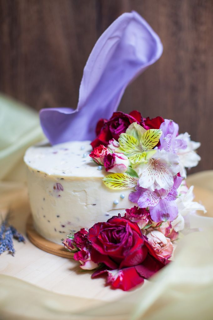 Chocolate Crowns & Florals by Cake & Wildflour - 006
