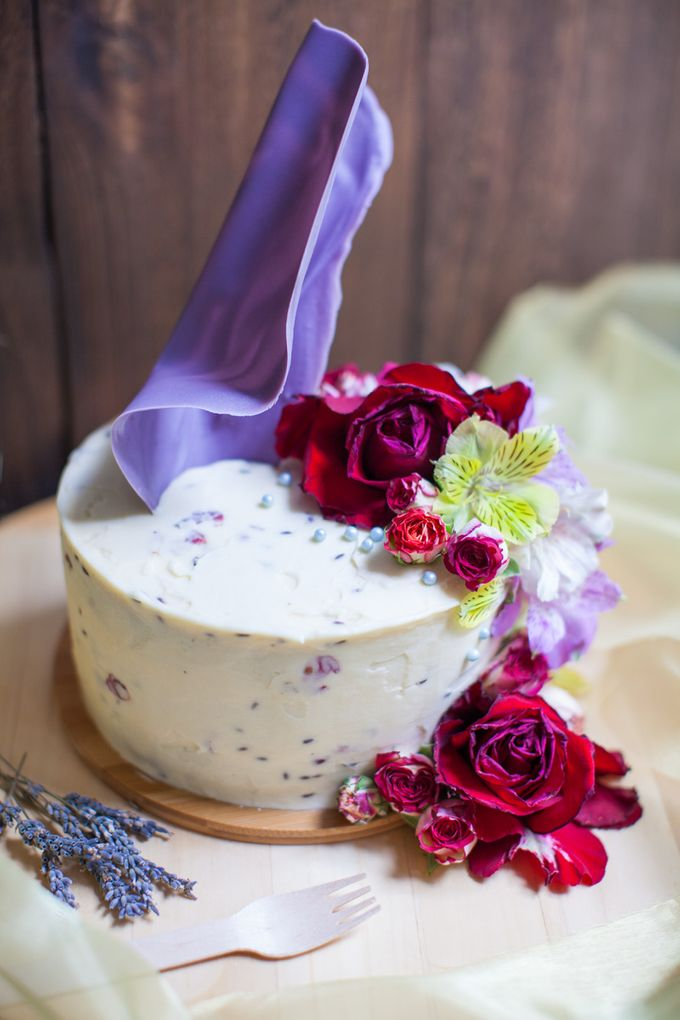 Chocolate Crowns & Florals by Cake & Wildflour - 009