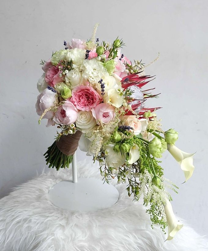 Cascade Bouquet Collection by Il Fiore - 001