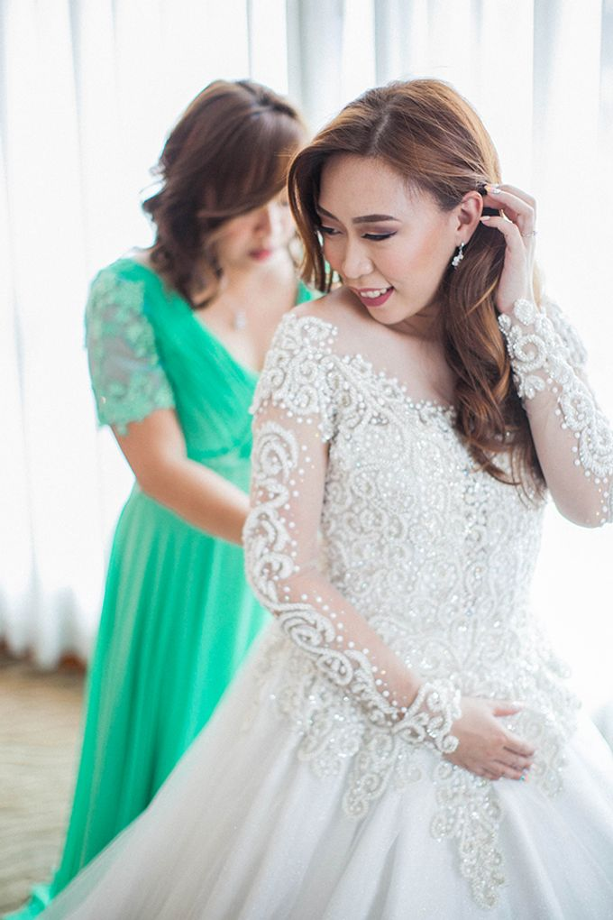 Crowne Plaza Ortigas Wedding by Lloyed Valenzuela Photography - 034