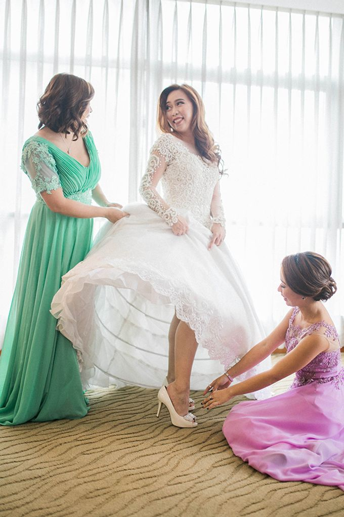 Crowne Plaza Ortigas Wedding by Lloyed Valenzuela Photography - 035