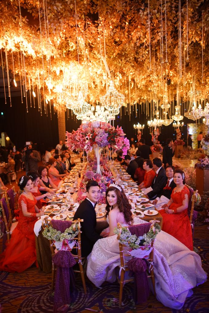 Wedding of he huang meriana by fairytale organizer bridestory add to board wedding of he huang meriana by shangri la hotel surabaya 003 junglespirit Images